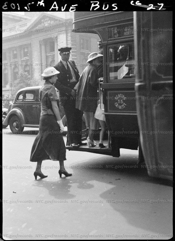Passengers boarding 5th Avenue bus