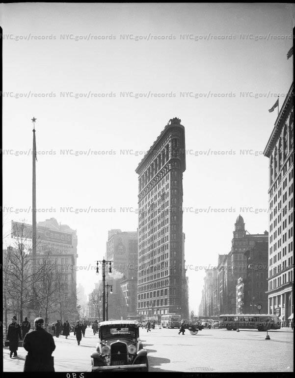 Flatiron Building (divides Broadway & 5th Avenue at 23rd Street)